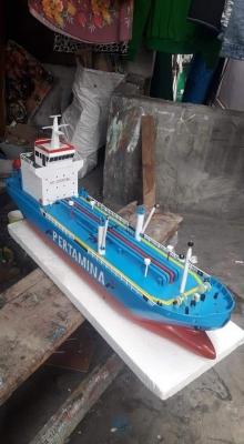 Miniatur Kapal Tangker